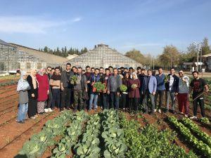 Bahçe Bitkileri Öğrencileri sebzeleri kendileri üretiyorlar