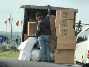 Eşyaları Tutarak Giden Şahsın Bulunduğu Kamyonetin Sürücüsüne Ceza
