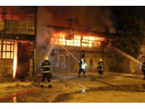 Hatay'da Sanayi Sitesinde Yangın Çıktı