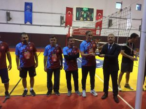 Öğretmenler Arası Voleybol Turnuvası Şampiyon Yukarı Gökdere Ortaokulu