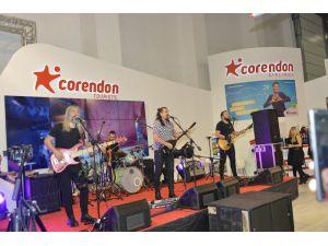Corendon Airlines'tan Travel Turkey İzmir'in ilk gününde konser sürprizi