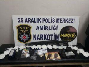 Uyuşturucu Satıcısı Olduğu İddia Edilen 5 Kişi Yakalandı