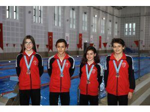 Büyükşehirin Yetiştirdiği Yüzücüler 4 Madalya İle Denizli'ye Döndü