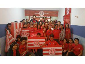 Antalyaspor Hentbol Takımı Baraj Ortaokulu'nda