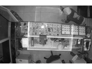 Kuyumcuya Giren Maskeli Hırsız Kamerada