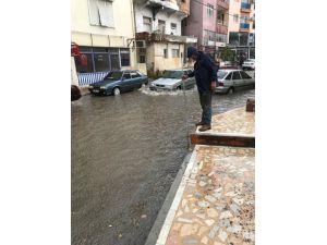 Finike'de yağmur suyu seferberliği