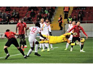 Süper Lig: Gençlerbirliği: 2 - Göztepe: 1 (İlk Yarı)