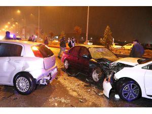 Otomobil Kaza Sonrası Toplanan Kalabalığa Daldı: 8 Yaralı