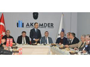 """Akamder'de """"Müteahhitlik Yasası"""" Konuşuldu"""
