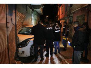 Otomobilinde Seyir Halinde Silahlı Saldırıya Uğraya Kişi Ağır Yaralandı