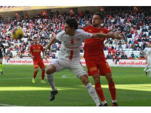 Süper Lig: Antalyaspor: 0 - Göztepe: 3 (İlk Yarı)