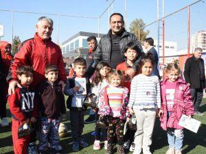 Yılmaz, Minik Sporcuları Antrenmanlarında Ziyaret Etti