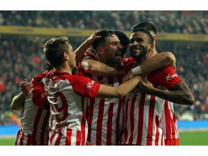 Antalyaspor 7 Maç Sonra Evinde Güldü