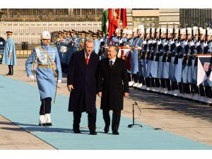 Cumhurbaşkanı Erdoğan, Özbek Cumhurbaşkanı Mirziyoyev'i Resmi Törenle Karşıladı