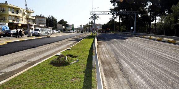 Manavgat Belediyesinden kaldırım ve asfalt atağı