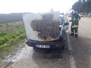 Seyir Halindeki Otomobilde Çıkan Yangını İtfaiye Söndürdü