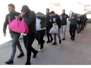 Yardım Bahanesiyle Çadırda Yaşayan Depremzedeyi Bile Dolandırdılar