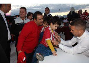Antalyaspor'dan Podolski'ye İmza Günü