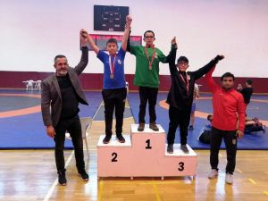 'Altın Güreşçiler' Turnuvaya Damga Vuruyor