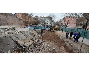 Başkent'te 3 Katlı Dükkanın Temel Kazısı Yüzünden Çöktüğü İddiası