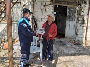 Evden çıkamayan 65  yaş üstü vatandaşa özel bulmacalı gazete hizmeti