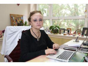 """Bilim Kurulu Üyesi Prof. Taşova: """"Adana Gibi Sıcak İllerde Virüs Daha Çabuk Kırılabilir"""""""