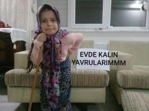 Minikler yaşlı kılığına girerek, 'Evde kal Türkiye' mesajı verdi