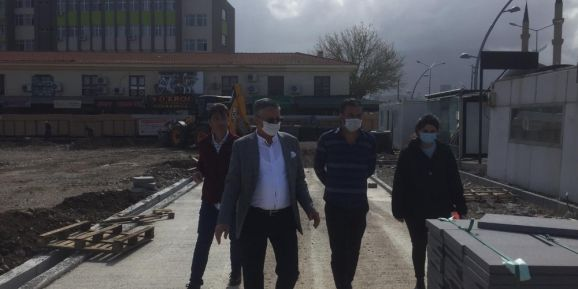 Başkan Topaloğlu Cumhuriyet Meydanındaki çalışmaları inceledi