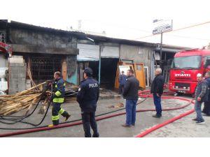 Elektrik Kontağından Çıkan Yangında 2 İş Yeri Ve 1 Depo Zarar Gördü