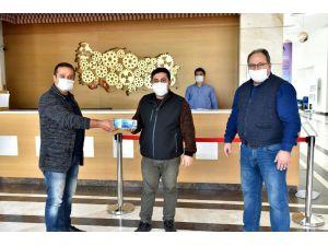 Fabrikalarda 50 bin maske dağıtıldı