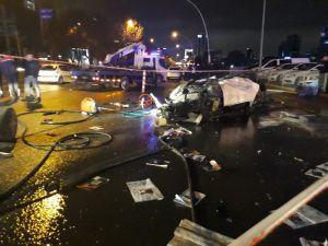 Alev alan otomobilde sıkışan sürücü hayatını kaybetti