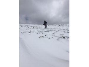 Antalya'da bayram sabahına kar yağışıyla uyandılar, telefonlara sarıldılar