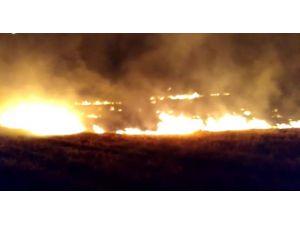 Temizlik Müdürlüğü Aracıyla Anız Yangını Söndürüldü