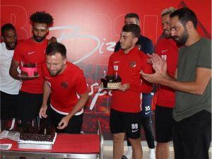 Antalyaspor Çalışmalarını Sürdürüyor