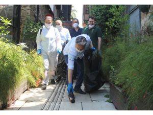 Tarihi Kaleiçi'nde çöpler tek tek toplanıp sokaklar dezenfekte edildi