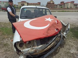 Şuhut'ta İki Otomobil Çapıştı