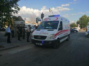 Başkent'te Yolun Karşısına Geçen Kadına Otomobil Çarptı