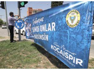 Yüreğir, Demirspor Pankartları İle Donatıldı