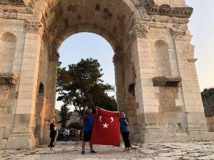 Şehitler Anısına Anavarza Kalesi Etrafından Türk Bayrakları İle Koştular