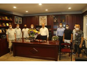 AK Parti ilçe başkanının kiracılarını sevindiren kararına esnaftan çiçekli teşekkür