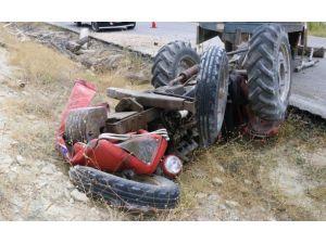 Traktör Şarampole Devrildi: 1'i Çocuk 4 Yaralı