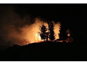 Ankara'da Mesire Alanındaki Ahşap Konak Yanarak Kül Oldu