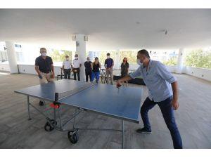 Başkan Tarhan'dan Çalışanlara Masa Tenisi Jesti