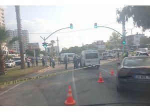 Cenaze Aracı Sürücüsü Işıklarda Vuruldu
