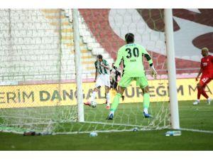 Süper Lig: Konyaspor: 4 - Beşiktaş: 1 (Maç Sonucu)