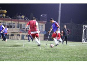 Ampute Futbol Takımı İle Siyasiler Yeşil Sahada Karşılaştı