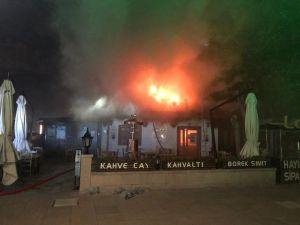 Hacı Bayram Veli Camisi'nin Avlusundaki 3 Katlı Kafenin Terası Alev Alev Yandı