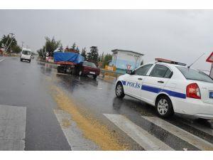 Konya'da Traktör İle Otomobil Çarpıştı: 2 Yaralı