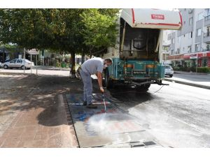 Konyaaltı'nda çöp konteynerleri dezenfekte edildi