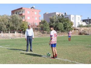 Başkan Tarhan, Cumhuriyet Kupası Futbol Turnuvasının Başlama Vuruşunu Yaptı